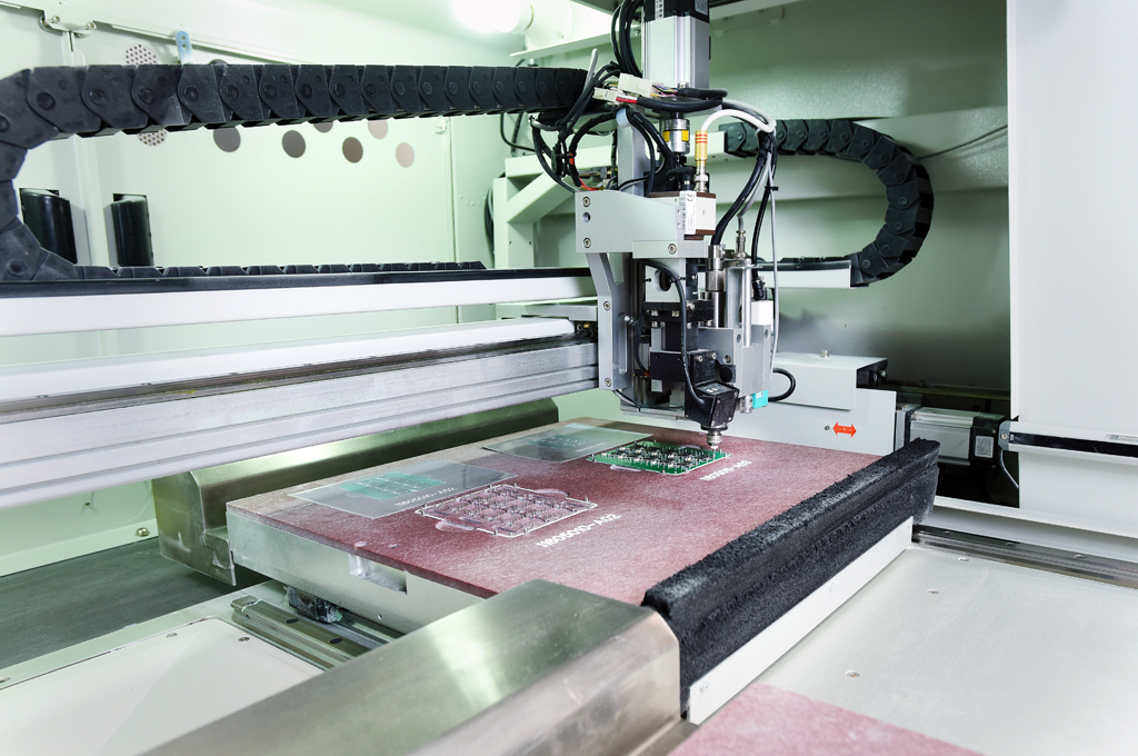 PCB assembly: depaneling and milling | Semecs